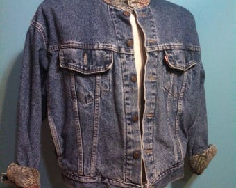 LEvis DENIM Cotton Flannel Lined Jacket / 80s 90s Levi Strauss Large Label / 70617 Big E USA / Well Worn Distressed Denim jacket