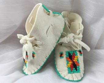 Native American Moccasin-Baby Shower Gift-Baby Soft Sole Shoes-Leather-Boy Girl Infant-Deerskin
