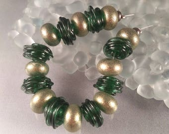 Caliente Art Glass - Emerald and Gold - lampwork beads SRA