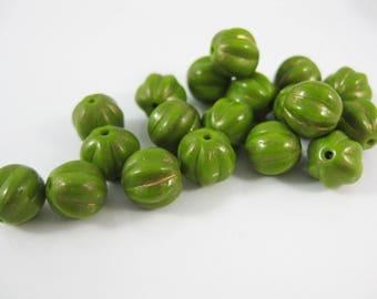 25PC Opaque Green Czech Glass Beads, Round beads (1819)