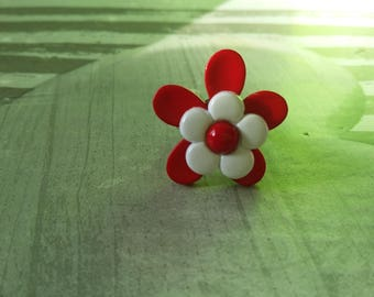 Red and white flower ring