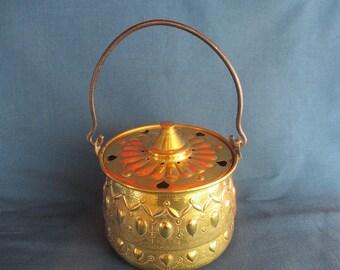Vintage brass hanging pot.Ornate brass pot.Lidded  brass decorative pot.Vintage Brass pot with heart decoration.Ideal gift.