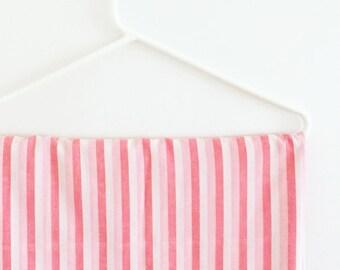 single stripe sheet in pink/red/white stripe