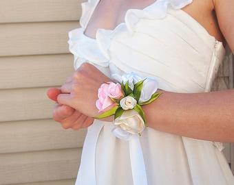 Rose wrist corsage // Silk rose corsage // Bridal corsage / Prom corsage / Silk flower bracelet / Wedding corsage / White Ivory Pink corsage