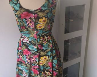 Fun Hawaiian Patterned Vintage Dress
