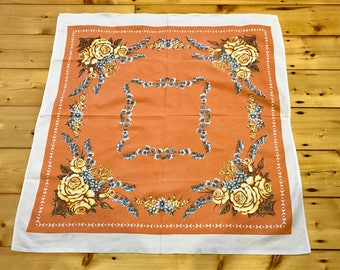 Beautiful apricot & floral vintage little square tablecloth. Pretty, lovely retro dining.