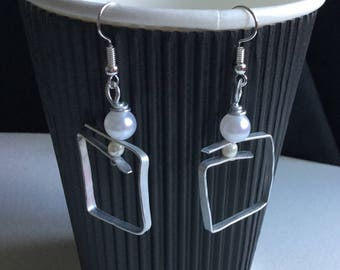 Handmade hammered wire and pearlescent bead earrings