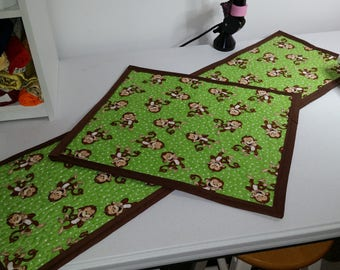 CimplyQuilts - Childrens Table Runner and Table Topper - Monkeys