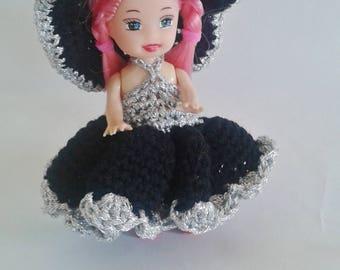 mini poupée et sa garde robe