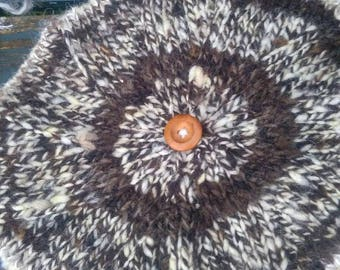 Handspun wool beret with wooden button detail. Country clothing with a dash of French fashion flair. One size fits all. Slow and chic.