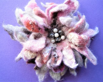 Boho wool brooch Felted brooch flower Boho brooch Felted floral brooch Felt brooch Flower brooch Female wool jewelry Gift for mother