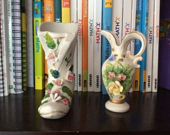 Small shoe and small pitcher with flowers made of plaster