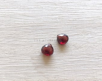1 Piece / Natural Garnet Briolette / 7-8mm / Flat Teardrop / High Quality Gemstone / Loose Beads / Supplies
