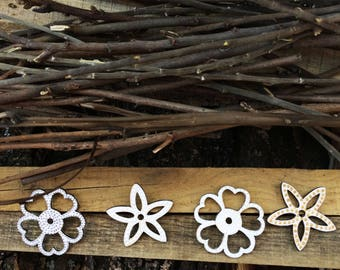 Country rustic wedding decoration wooden flowers hand paint dot painting hanging garland wedding favors wooden tag white flower decor
