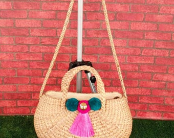 Straw shoulder bag with the colorful tassel and pom pom