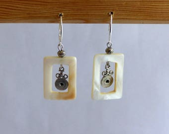 "Earrings Bohemians ""Pearl and shells"" model ""Frames of Corinth"" range"