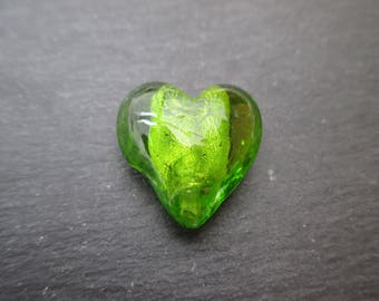 2 glass beads olivine green silver-foil heart 20 mm