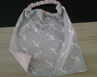 Serviette ou bavoir de cantine élastiqué grise motif licornes