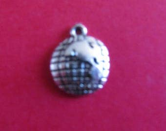 Silver map charm world 17mmx13mm