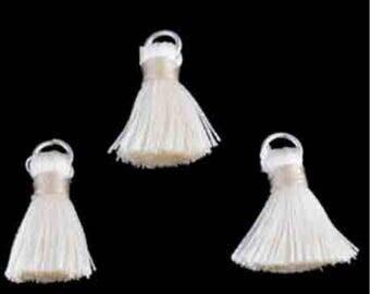 3 ring 22x10mm textile ecru tassels