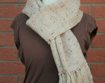Wool and alpaca beige woven scarf to the frame