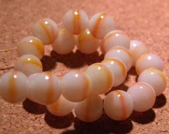 glass - 10 beads - 8 mm creamy white yellow - striped PF25-8