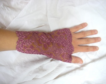 Plum lace khaki pattern fingerless gloves
