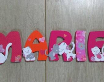 Prenom enfant lettre en bois 8cm - thématique iris & babette