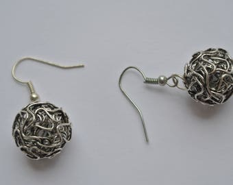 pair of earring post ball cage