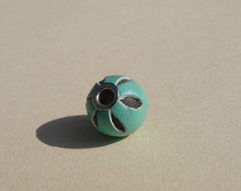 Pearl 12 mm, turquoise, perforated leather.