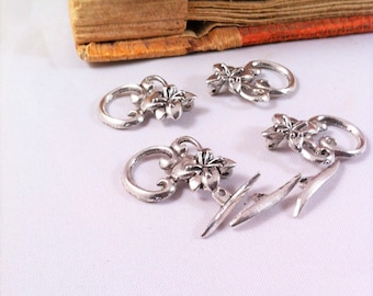 3 sets clasps aged silver toggle, decorated with a flower, 4 petals