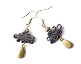 "Ethnic earrings ""Cloud knot"" in inner tube recycled"