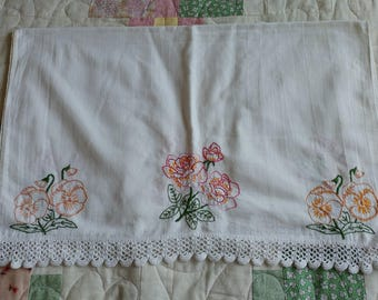 Vintage White Tablerunner with Embroidered Flowers and Crochet Detailing