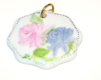 Jewelry pendant porcelain entirely hand painted, pink pattern