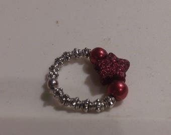 Red star sparkle & pearl stretch ring