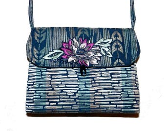 Small blue and white shoulder bag vintage style
