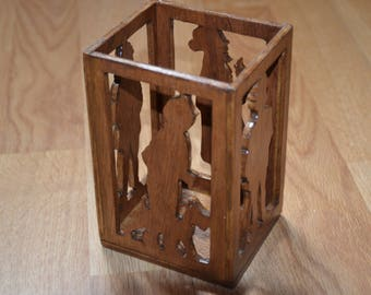 "Model ""BD"" wood tealight candle"
