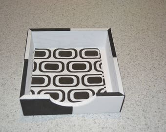 WOODEN PAPER TOWEL DISPENSER BLACK AND WHITE