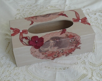 Tissue, retro box, decorated with a Medallion
