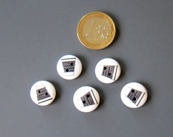 set of 5 round buttons 2 holes wooden white thimble wit black 14 mm