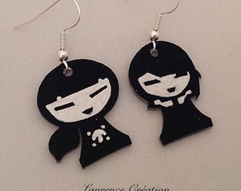Shrink plastic earrings black and white dolls Japanese.