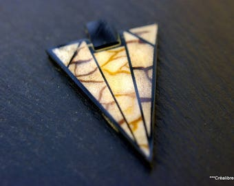 1 triangle Horn ecru and black 6 x 4 cm