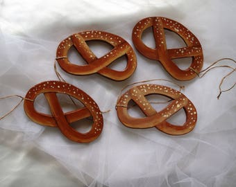 Set of 4 pretzels wooden hanging - Christmas decoration