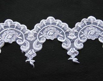 Stripe pattern white lace wedding flower