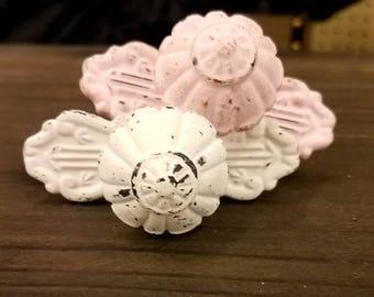 ON SALE Distressed White Metal Knob/Knobs/Cabinet Knobs-/Dresser Knobs/Drawer Pulls/Knobs/Shabby Chic/Knob/Shabby Chic Knobs/Cabinet Pulls
