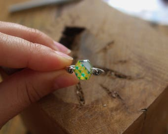 Pretty resin ring, masking tape, silver and paper finish in silver brass pineapple motif