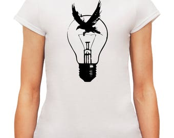 Lady Style T-Shirt With Original Light Bulb and Black Raven Illustration Print
