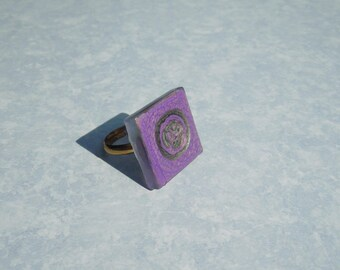 Square ring and black glass purple and black