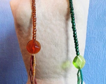two-tone Brown/green seed beads necklace.
