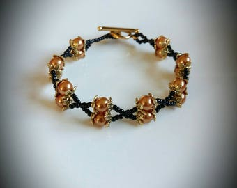 Bracelet black and gold renaissance pearls